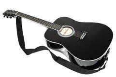 ακουστική μαύρη κιθάρα χρώ&mu Στοκ εικόνα με δικαίωμα ελεύθερης χρήσης