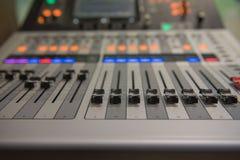 Ακουστική υγιής μουσική αναμικτών εργαλείων ρύθμισης κινηματογραφήσεων σε πρώτο πλάνο, τεχνολογία Στοκ Εικόνα