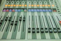Ακουστικοί ήχος κινηματογραφήσεων σε πρώτο πλάνο και μουσική αναμικτών Στοκ Εικόνες
