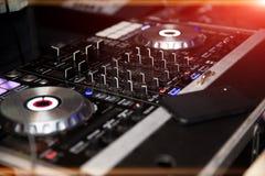 Ακουστικός ελεγκτής αναμικτών του DJ Στοκ εικόνες με δικαίωμα ελεύθερης χρήσης