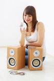 ακουστικό κορίτσι δυνα&mu στοκ φωτογραφία με δικαίωμα ελεύθερης χρήσης