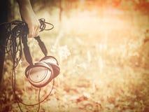 Ακουστικό κοριτσιών και μεγάλων ουρών Στοκ φωτογραφία με δικαίωμα ελεύθερης χρήσης