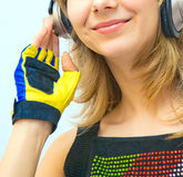 ακουστικό κοριτσιών ομ&omicro Στοκ φωτογραφίες με δικαίωμα ελεύθερης χρήσης