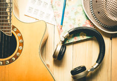Ακουστικό με το όργανο κιθάρων Στοκ φωτογραφία με δικαίωμα ελεύθερης χρήσης