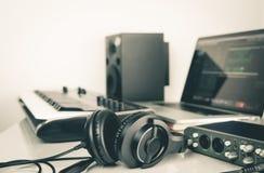 Ακουστικό μουσικής που βρίσκεται στο στούντιο μουσικής Στοκ Φωτογραφίες