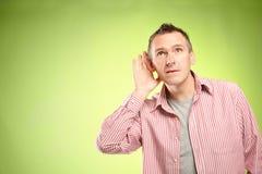 ακούοντας άτομο στοκ φωτογραφία με δικαίωμα ελεύθερης χρήσης