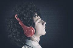 ακούοντας έφηβος μουσικής στοκ φωτογραφίες