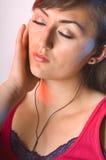 ακούοντας έφηβος μουσι&k Στοκ Φωτογραφία
