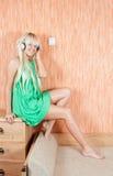 ακούστε μουσική τη γυναί& Στοκ Εικόνες