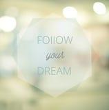 Ακολουθήστε τα όνειρά σας, εμπνευσμένο τυπογραφικό απόσπασμα στη θαμπάδα abst Στοκ εικόνα με δικαίωμα ελεύθερης χρήσης