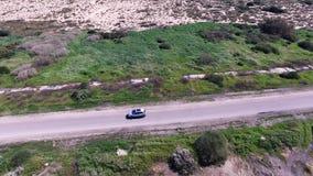 Ακολουθώντας σύστημα αυτοκινήτων ΠΣΤ Πυροβολισμός Quadcopter απόθεμα βίντεο
