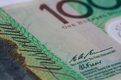 Ακραία κινηματογράφηση σε πρώτο πλάνο μέρους του αυστραλιανού λογαριασμού εκατό δολαρίων στοκ φωτογραφία με δικαίωμα ελεύθερης χρήσης