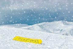 Ακραίος αθλητισμός και περιπέτειες Άσκηση και υγιής τρόπος ζωής ο αθλητισμός χιονιού σκι ακολουθεί το χειμώνα freeride στοκ εικόνες με δικαίωμα ελεύθερης χρήσης