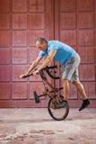 Ακραίος αθλητισμός στο ποδήλατο BMX στοκ εικόνες