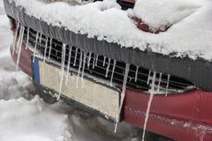Ακραίος χειμώνας Αυτοκίνητο στον πάγο στοκ φωτογραφία με δικαίωμα ελεύθερης χρήσης