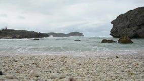 Ακραίο κύμα μια παραλία απόθεμα βίντεο