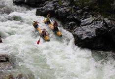 Ακραίο στον ποταμό Bashkaus, ακραίος αθλητισμός στοκ φωτογραφία