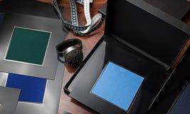 Ακριβά υφάσματα δειγματοληπτικών συσκευών για την προσαρμογή ενός κοστουμιού Στοκ εικόνες με δικαίωμα ελεύθερης χρήσης