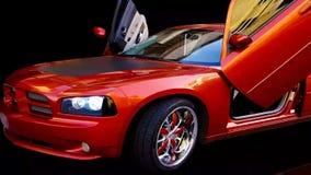 Ακριβό κόκκινο αμερικανικό αθλητικό αυτοκίνητο απόθεμα βίντεο