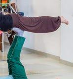 ακριβώς η θέση χαλαρώνει τη γιόγκα Στοκ φωτογραφία με δικαίωμα ελεύθερης χρήσης