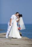 Ακριβώς παντρεμένος στην αποβάθρα στην ημέρα τους το γάμο Στοκ Εικόνα