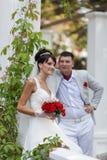 Ακριβώς παντρεμένος στο πάρκο Στοκ εικόνα με δικαίωμα ελεύθερης χρήσης