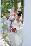 Ακριβώς παντρεμένος στο πάρκο Στοκ Φωτογραφία
