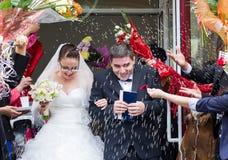 Ακριβώς παντρεμένο γαμήλιο ζευγάρι Στοκ Φωτογραφία