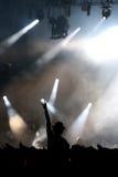 Ακροατήριο που ακούει ένα DJ Στοκ Εικόνες