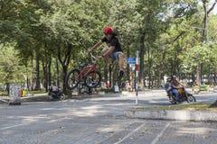 Ακροβάτης BMX στο Ho Chi Minh, Βιετνάμ Στοκ Εικόνα