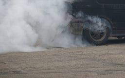 Ακροβατικές επιδείξεις αυτοκινήτων να προετοιμαστεί κυκλωμάτων στοκ φωτογραφίες