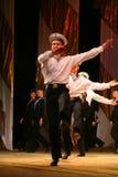 Ακροβατικός παλαιός παραδοσιακός εθνικός ρωσικός χορός Yablochko ναυτικών Στοκ Εικόνα