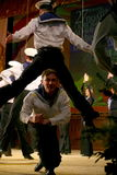 Ακροβατικός παλαιός παραδοσιακός εθνικός ρωσικός χορός Yablochko ναυτικών Στοκ Φωτογραφία