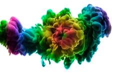 Ακρυλικά χρώματα και μελάνι στο νερό αφηρημένο πλαίσιο ανασκόπησης Απομονωμένος στο λευκό Στοκ εικόνες με δικαίωμα ελεύθερης χρήσης
