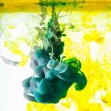 Ακρυλικά χρώματα Μελάνια στο νερό στοκ φωτογραφία