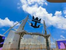 Ακρωτήριο Κανάβεραλ, ΗΠΑ - 29 Απριλίου 2018: Το αμφιθέατρο θεάτρων Aqua στο σκάφος της γραμμής κρουαζιέρας ή την όαση σκαφών των  στοκ εικόνα με δικαίωμα ελεύθερης χρήσης