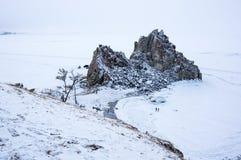 Ακρωτήριο Burkhan στο νησί Olkhon Baikal στη λίμνη, Σιβηρία, Ρωσία στοκ φωτογραφία με δικαίωμα ελεύθερης χρήσης