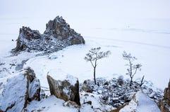 Ακρωτήριο Burkhan στο νησί Olkhon Baikal στη λίμνη, Σιβηρία, Ρωσία στοκ εικόνες με δικαίωμα ελεύθερης χρήσης
