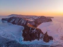 Ακρωτήριο Khoboy Khoboy στο χειμερινό ηλιοβασίλεμα Λίμνη Baikal, νησί Olkhon Το πιό βορειότατο σημείο του νησιού Olkhon στοκ φωτογραφίες με δικαίωμα ελεύθερης χρήσης