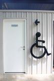 Ακρωτηριάστε το σημάδι στον τοίχο τουαλετών Στοκ φωτογραφίες με δικαίωμα ελεύθερης χρήσης