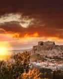 Ακρόπολη με το ναό Parthenon ενάντια στο ηλιοβασίλεμα στην Αθήνα, Ελλάδα Στοκ φωτογραφία με δικαίωμα ελεύθερης χρήσης