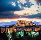 Ακρόπολη με το ναό Parthenon ενάντια στο ηλιοβασίλεμα στην Αθήνα, Ελλάδα Στοκ Εικόνες