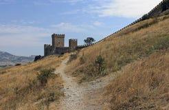 Ακρόπολη του φρουρίου της Γένοβας στο υπόβαθρο ουρανού στον Κριμαίο Στοκ Εικόνες