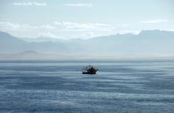 ακτή βαρκών που αλιεύει τ&om Στοκ Εικόνα