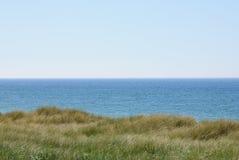 Ακτή Βόρεια Θαλασσών με τις μακριές χλόες στοκ εικόνες με δικαίωμα ελεύθερης χρήσης