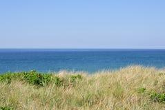 Ακτή Βόρεια Θαλασσών με τις μακριές χλόες στοκ εικόνα