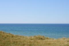 Ακτή Βόρεια Θαλασσών με τις μακριές χλόες στοκ φωτογραφία