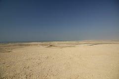 Ακτή ερήμων μεταξύ του Ντουμπάι και του Αμπού Νταμπί Στοκ φωτογραφία με δικαίωμα ελεύθερης χρήσης