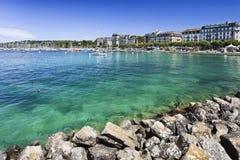 Ακτή λιμνών της Γενεύης με τα εντυπωσιακά μέγαρα, Ελβετία Στοκ εικόνες με δικαίωμα ελεύθερης χρήσης