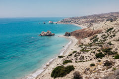 Ακτή και θάλασσα βράχου στη Κύπρο Στοκ εικόνα με δικαίωμα ελεύθερης χρήσης